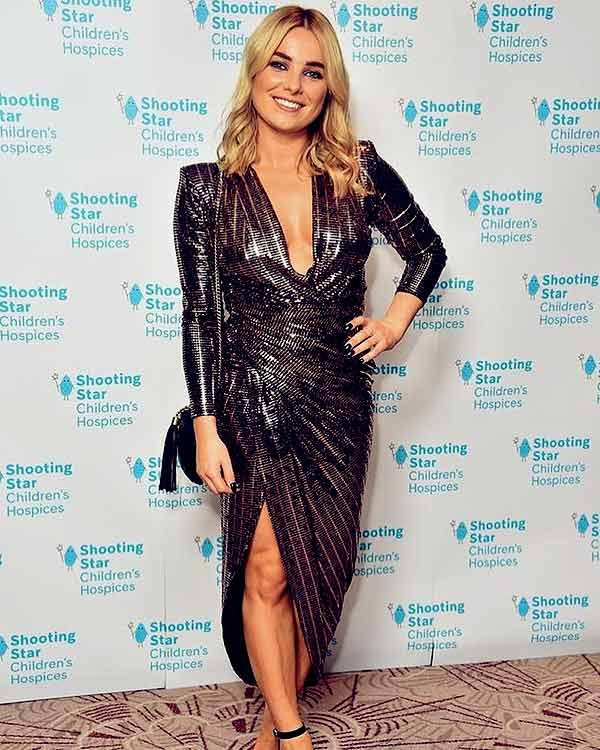 Image of Radio personality, Sian Welby height is 5 feet 4 inches