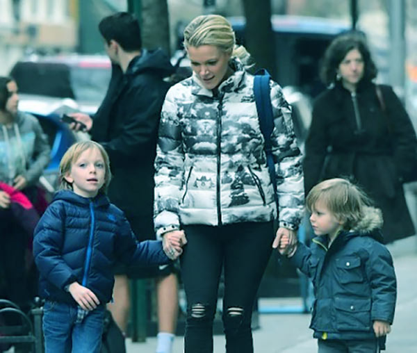 Image of Megyn Kelly, her son Edward (left), and daughter Yardley (right)